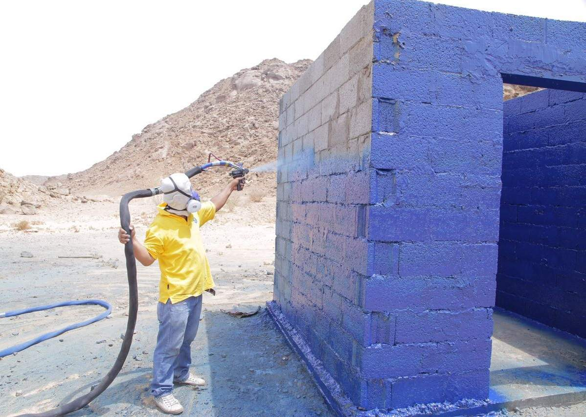 Setting up test structure in Saudi.JPG
