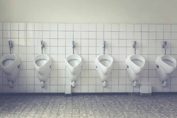urinals-attract-bacteria