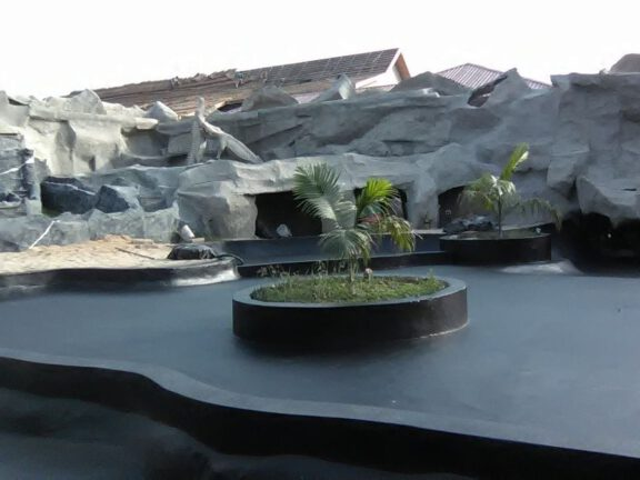 Zoo water exhibit coating